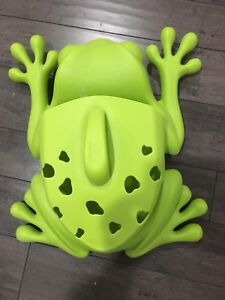 Boon frog bath toy scoop, drain and storage And spout guard
