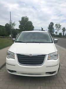 Chrysler Town & country limited ( 7 passagers )