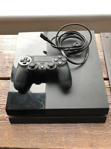 Sony PlayStation 4 PS4 500GB with controller