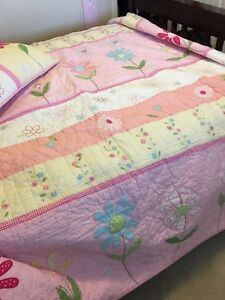 Kids quilt and two pillow covers. Fits a double bed