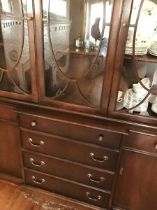 China cabinet / break front