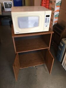 1000 W Microwave with 24 Inch Cart