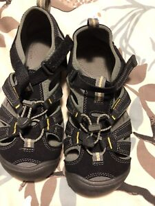 Keen sandals youth size 4
