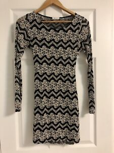 Lace Bodycon Open-Back Longsleeve Dress Size Small