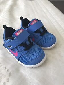 Little Girls Nike Sneakers Size 6c Tamborine Ipswich South Preview