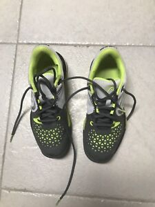 Men's size 7 1/2 badminton/court shoes