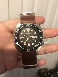 SEIKO TURTLE WATCH BLACK AND GOLD MEN