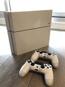 LIKE BRAND NEW EXCLUSIVE WHITE PS4 + 2MATCHING CONTROLLERS