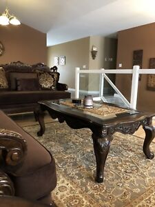 A beautiful Former living set and dinning table set for sale