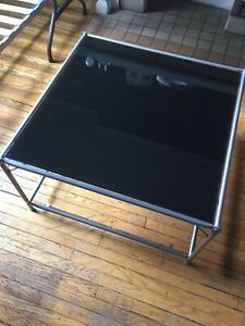 Modern square glass coffee table