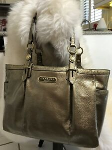 AUTHENTIC COACH Gold Handbag.