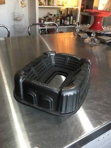 Stadium cake pan