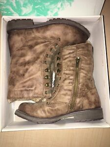 Roxy Girl Tan Brown Sherpa lined combat boots 4Y / 6W
