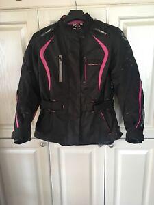 Casque et manteau moto femme