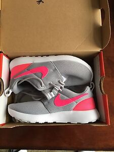 Brand new kids Nike roshe