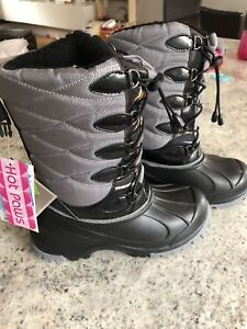 SIZE 3 - Youth Boots - BNWT