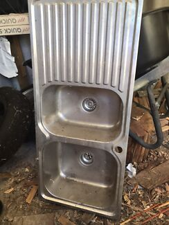 Kitchen sink and drainer