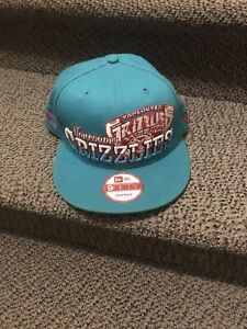 Vancouver Grizzlies retro snap back hat- like new!