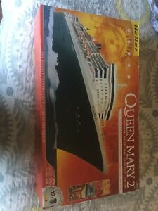 Queen Mary 2 Model Set