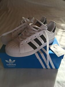 Addidas superstar size 7 1/2