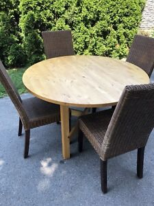 Expandable Table and Wicker Chair Dining Set
