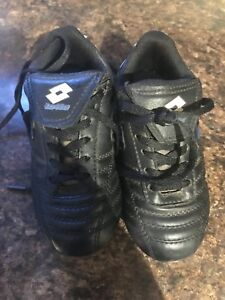 Soccer cleats 9T