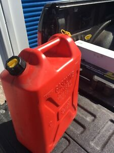 Gas cans / Gerry cans (3 kinds)