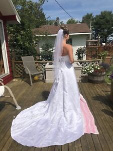 Stunning Alfred Angelo Wedding Gown