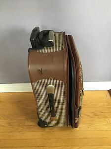 Carry on luggage suitcase for $20 Kitchener / Waterloo Kitchener Area image 2