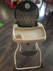 Chaise haute et balançoire
