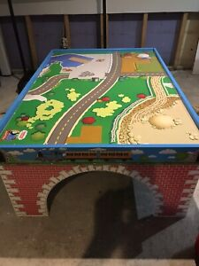 THOMAS THE TANK PLAY TABLE-2 SIDED