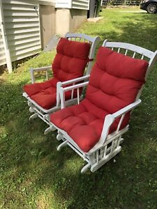 2 wooden outdoor gliding chairs
