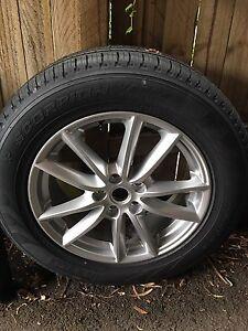 New Land Rover 2016 Alloy Rim and Pirelli scorpion tyre Cremorne North Sydney Area Preview