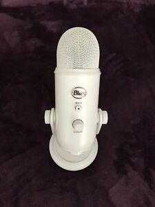 Blue Yeti Microphone (Whiteout)