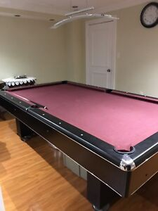Billiard / Pool table including accessories!