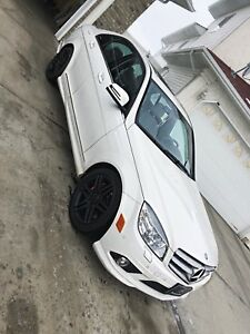 Mercedes Benz c300 2010 AWD ( AMG PACKAGE )