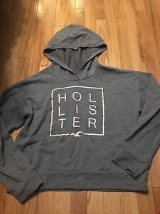 Hollister sweater ! Size large! Barely worn. 15$