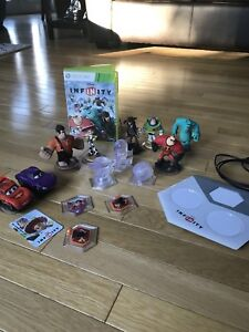 Xbox 360 Disney infinity with 8 characters