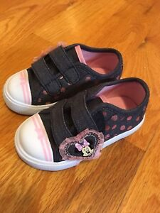 Minnie mouse shoes never used size 6 toddler
