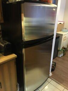Réfrigérateur et cuisinière Whirlpool gold stainless