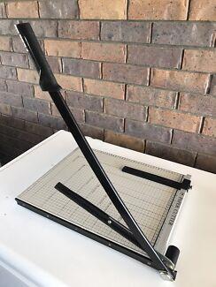Paper cutter /guillotine