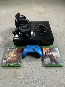 Xbox one(500 GB) with controller and two games