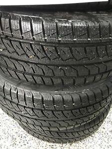 4 roues Nissan Altima+4 pneus hiver 215-60-16 comme neuf