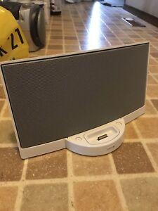 Bose sounddock speaker for older iPod/iphone