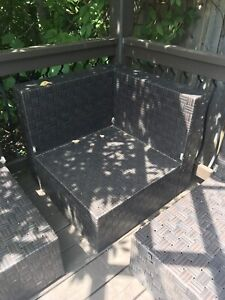 5 wicker patio deck chairs - 1 corner 4 middle sections