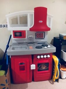 Play kitchen - little tykes - for kids