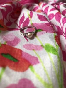 Bague or blanc 10k + 8 diamants + perle rose grandeur 6