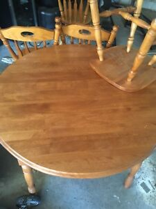 Round taxable with 4 chairs