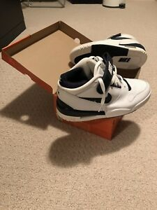 Nike Air Revolution Size 9 (mint)