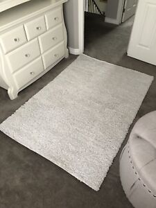 4x6 White/Grey Area Rug